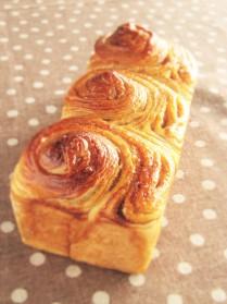 手作りパン(メープルブレッド)